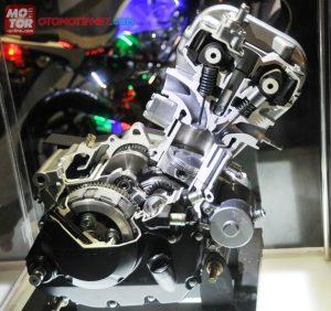 20121220-BEDAHmesinCB150R-1